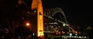 sydney harbour bridge bei nacht