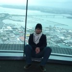 sky tower in auckland und die harbour bridge